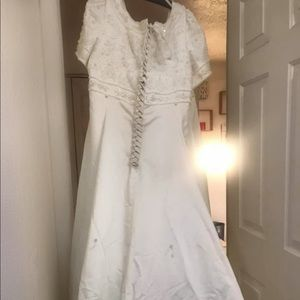 Dresses & Skirts - Wedding dress size 24
